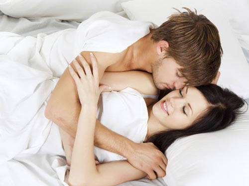 Ôm hôn nhau có thai không?